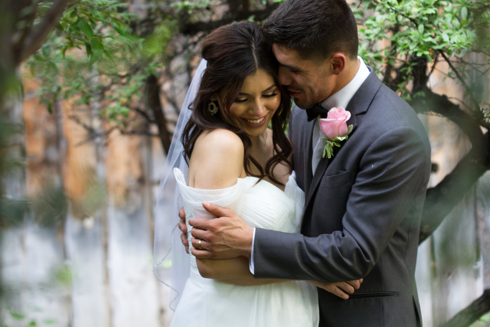 You guys seriously this wedding was stinking cute! It was held at one of my old time fave restaurants in New Mexico , El Pinto! This bride was beyond stunning has the best Instagram for sharing makeup tips! I will have to share her link!