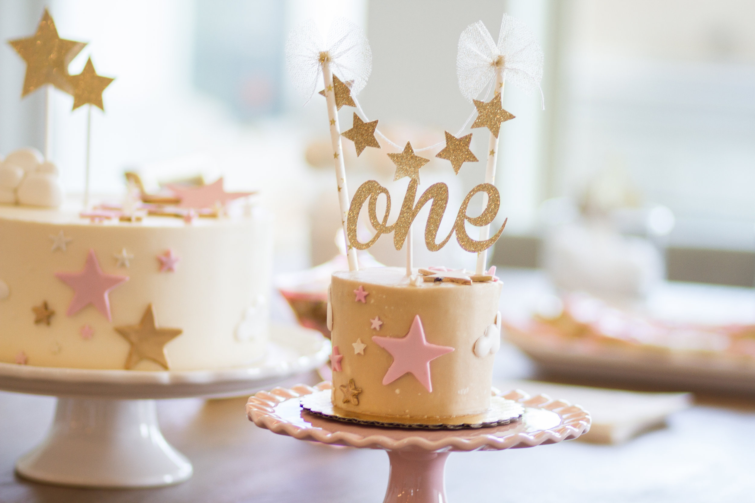 Look at these cakes! So STINKING CUTE!
