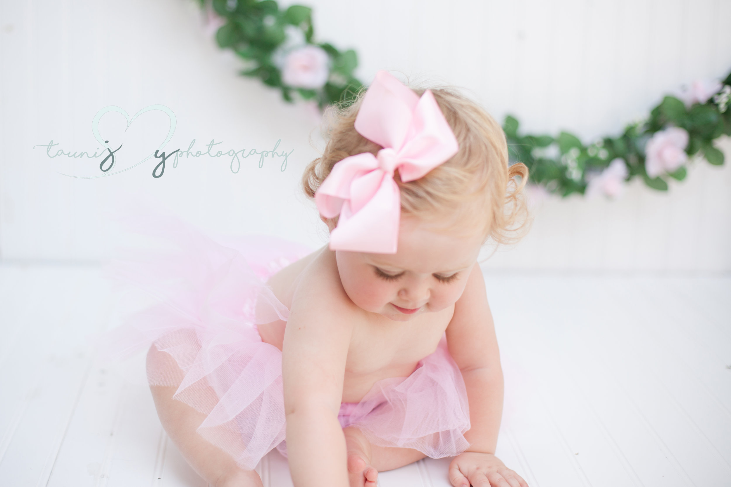 Always rockin the sweetest bows! In case you guys have not heard but you can get Ellas bows on her mamas baby Buro page!