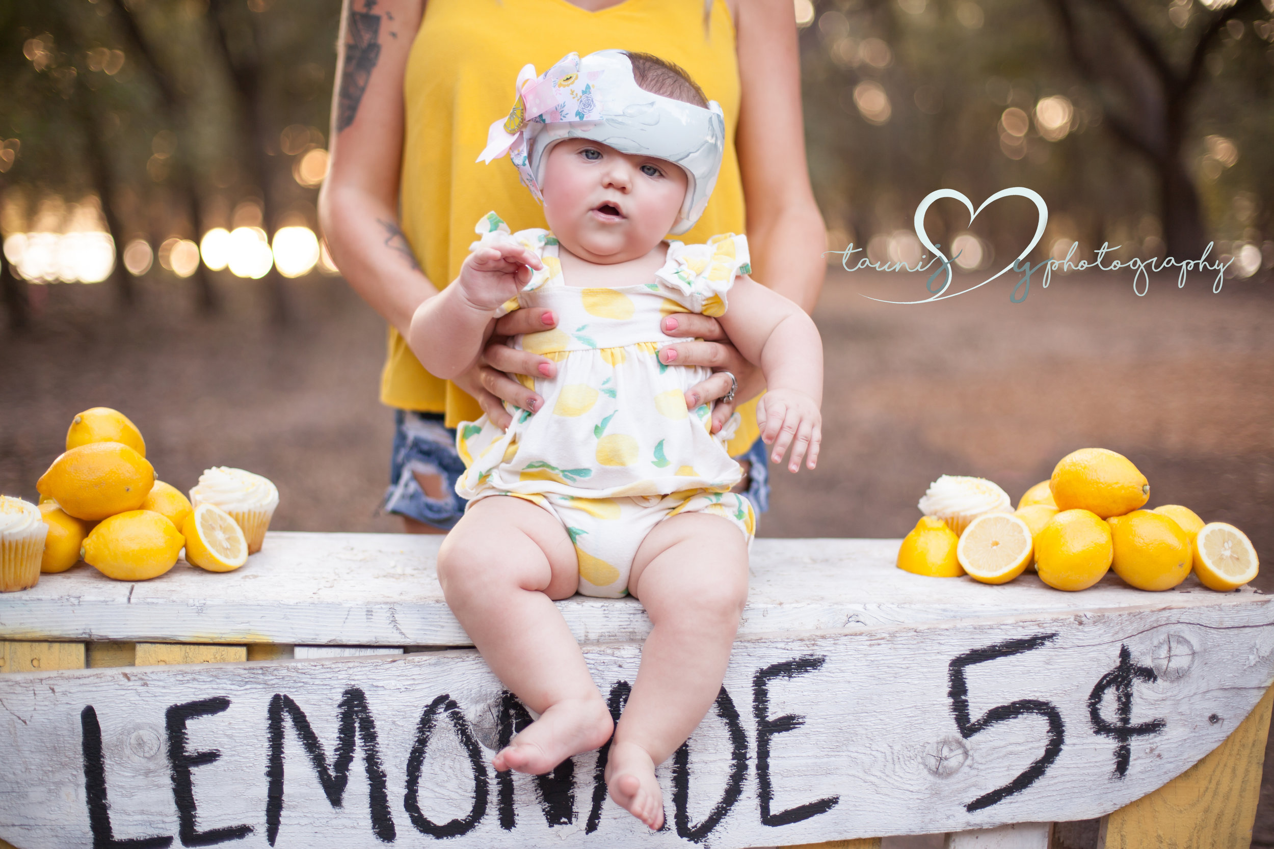 Elliot`s mommy found a wonderful place to decorate her cute little helmet for free! Then she made different bows to switch out on it , how sweet is the lemon one mama made just for her birthday shoot!