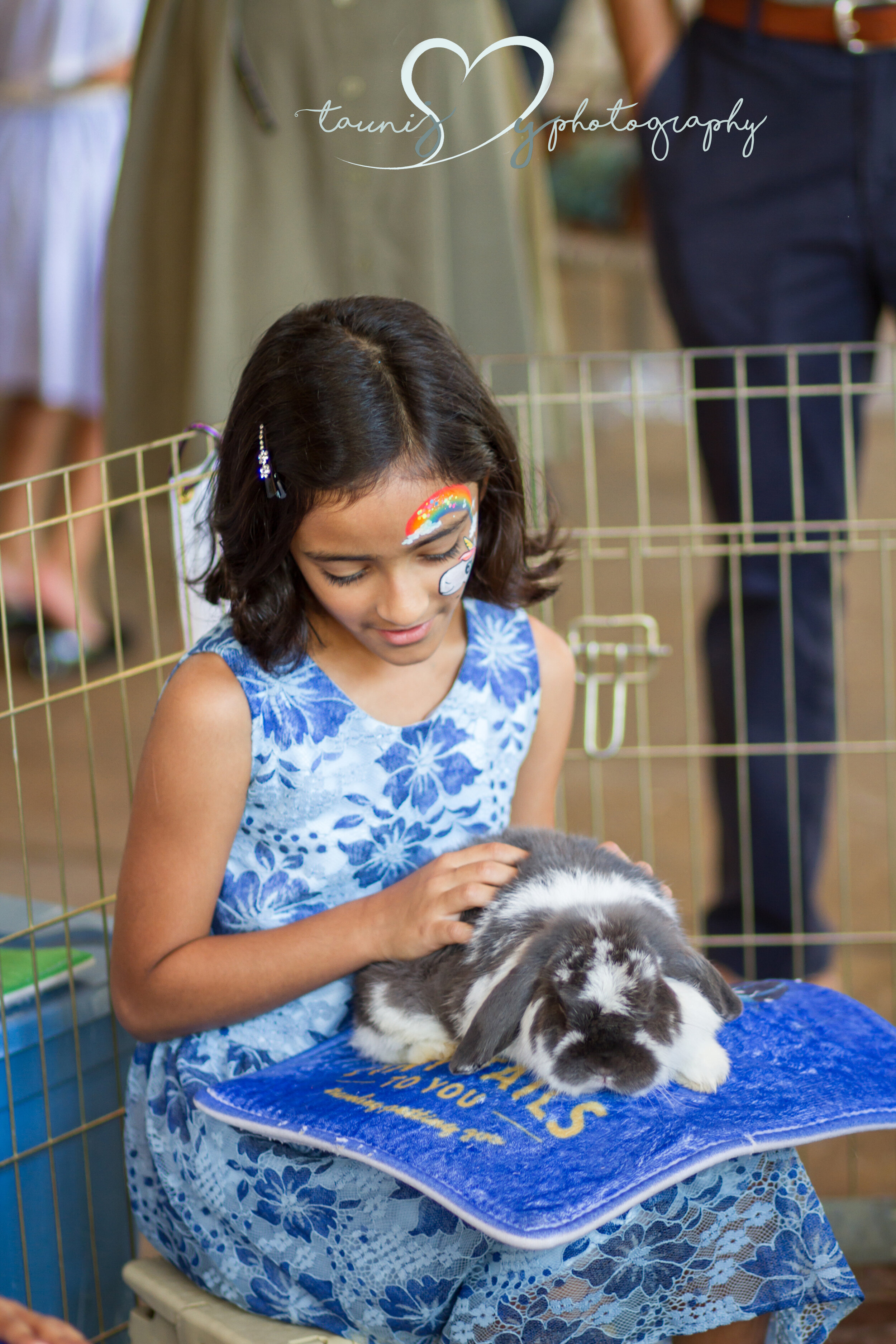 petting zoo - I love petting zoos! So stinking cute! Tiny tails to you is adorable!