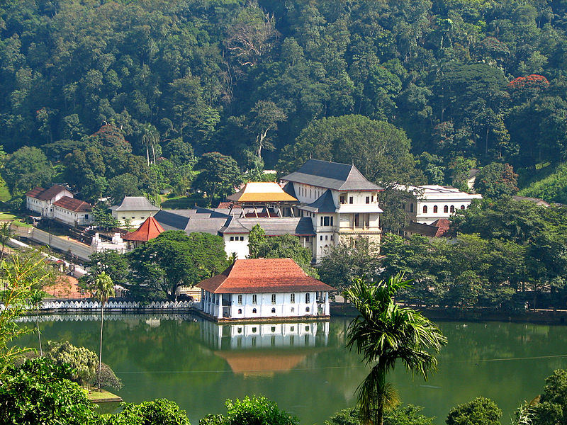 Sri_Lanka_-_029_-_Kandy_Temple_of_the_Tooth- Kandy.jpg