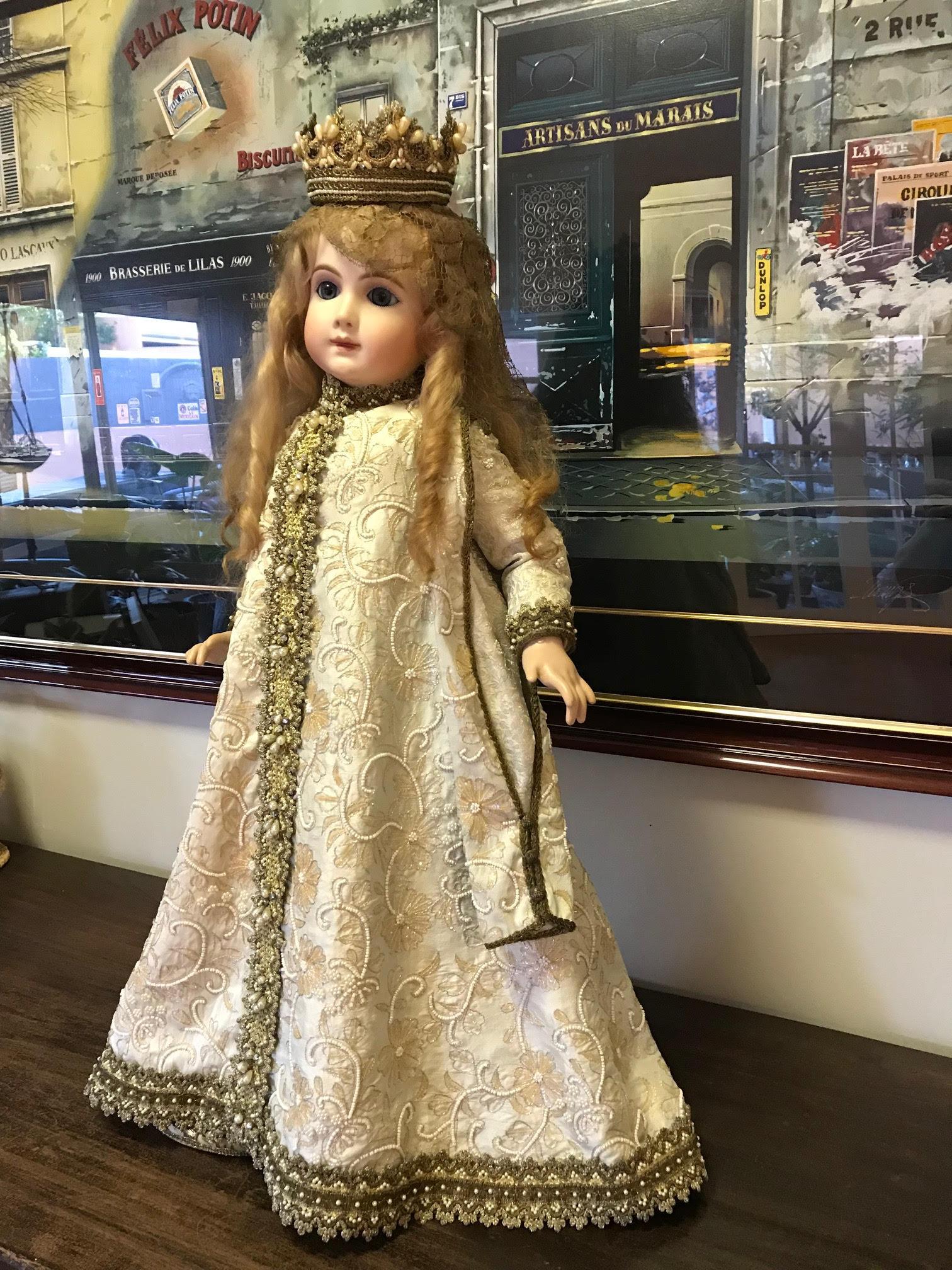 Porcelain doll 1.jpg