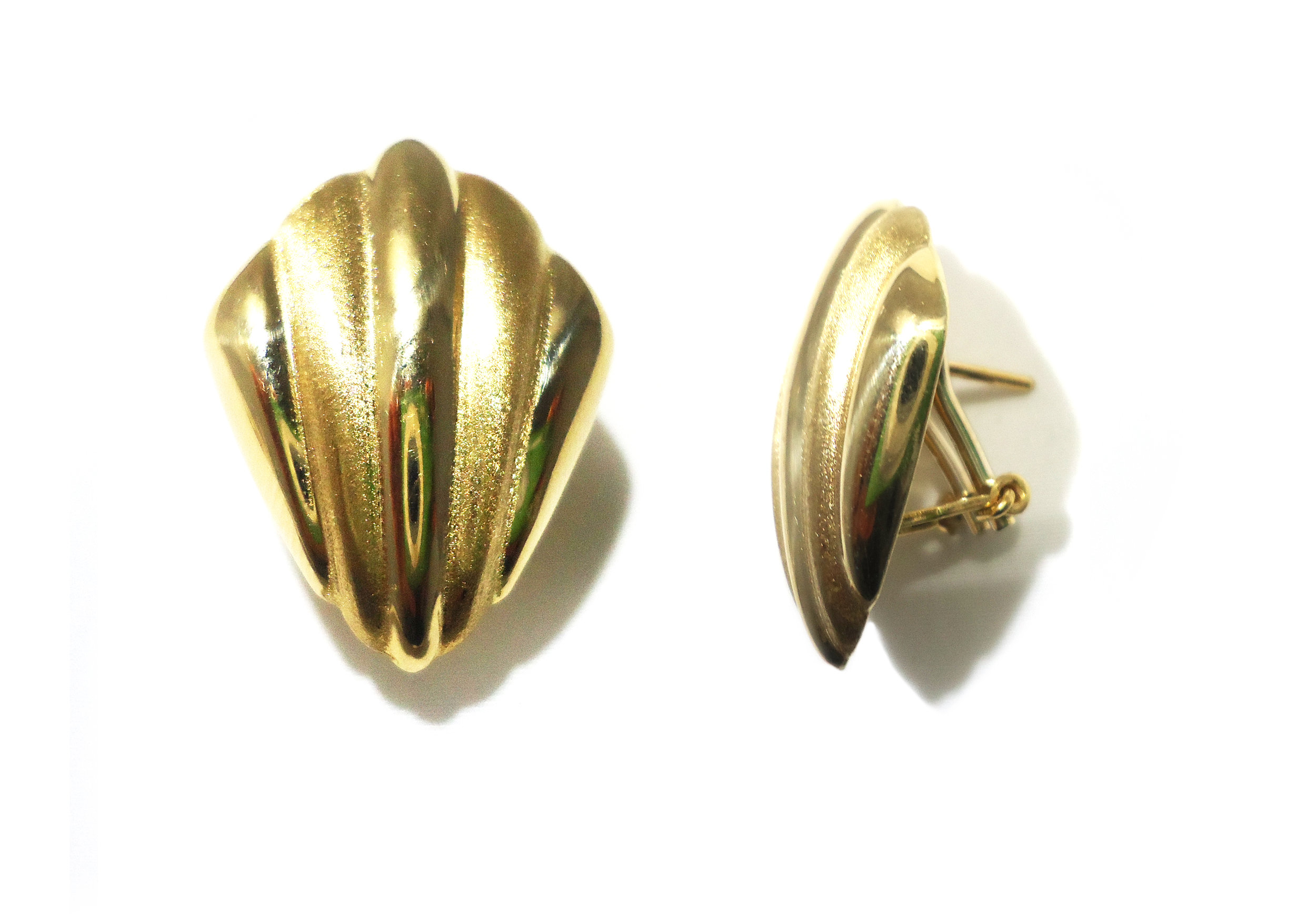 Shell style gold earrings!