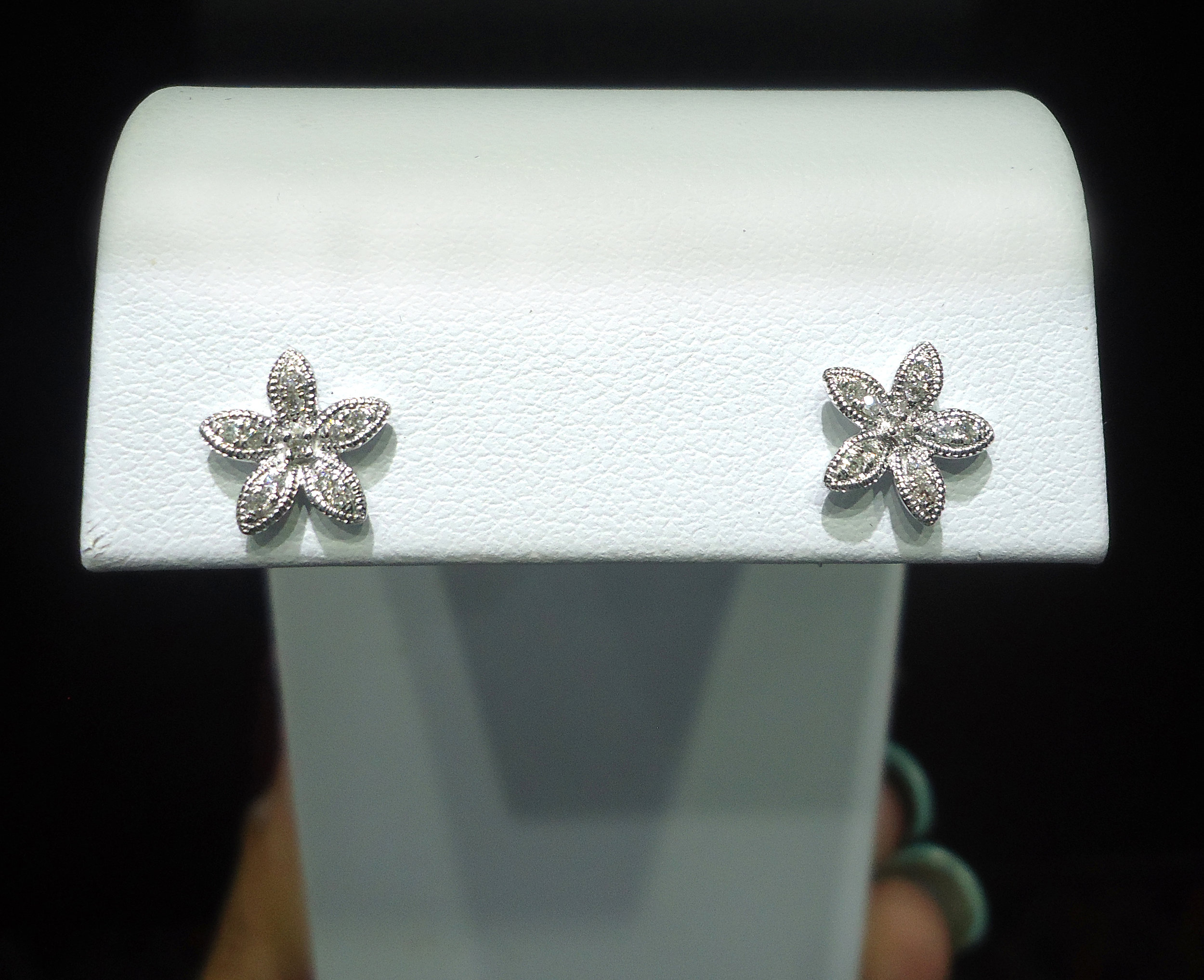 Starfish diamond studs!