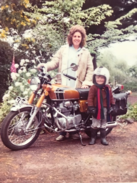 My first big?bike here in my grans garden with my little cousin jack, you could be mistaken that the young fellow is nic, but its not.