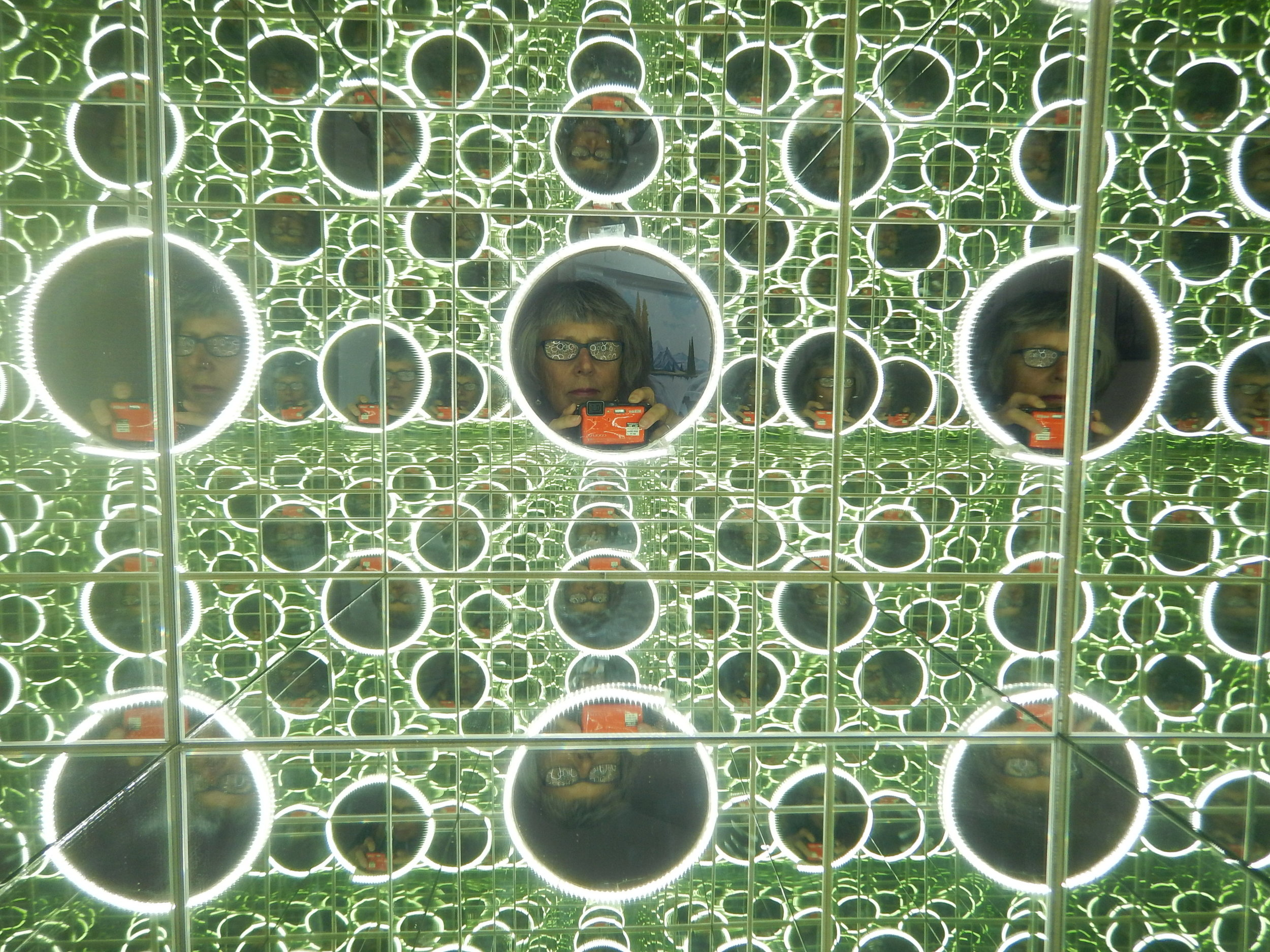 Looking into the mirror cube.