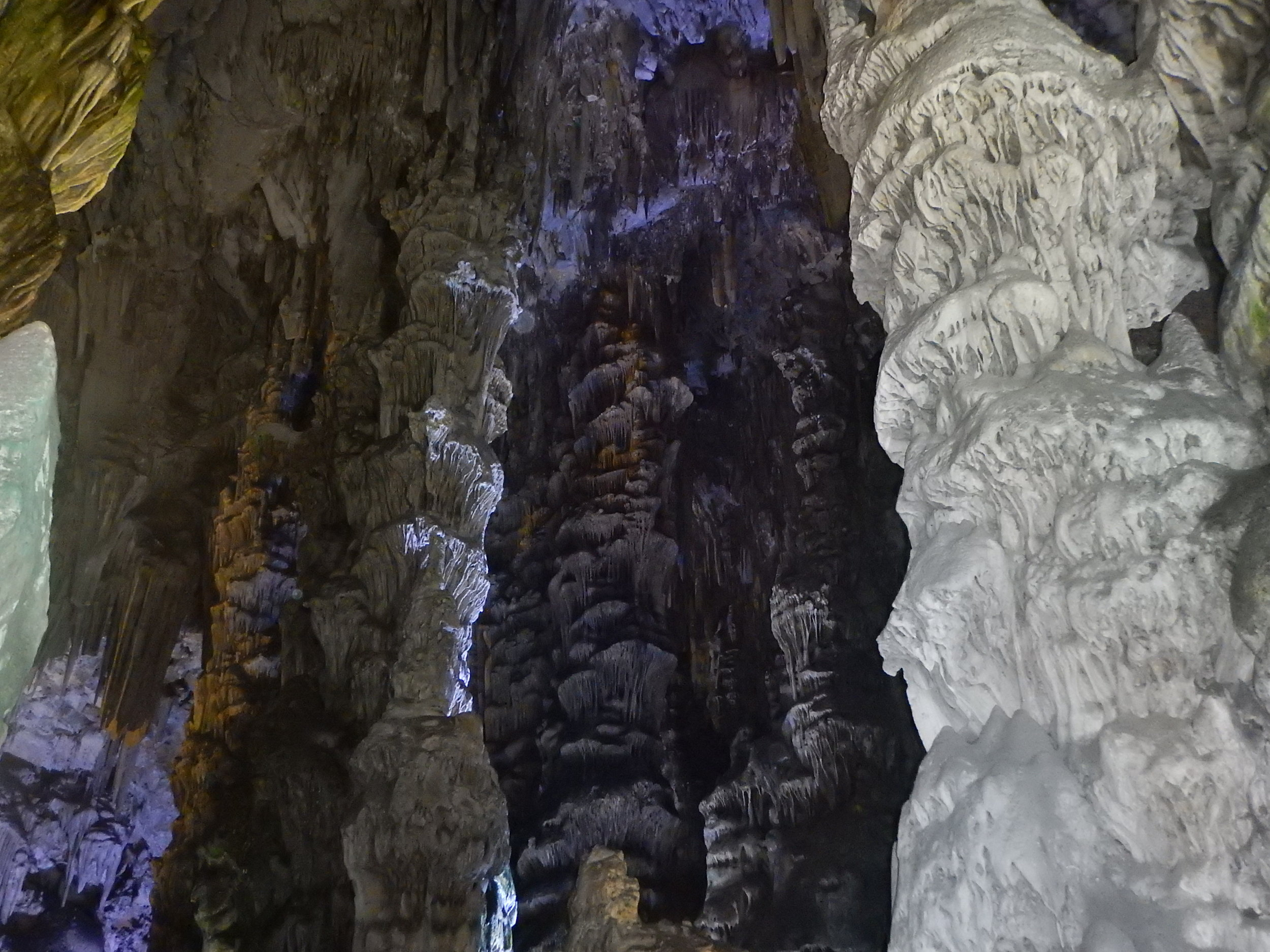 inside St Michaels Cave. No guides here, it would have been great to have had Gail from Mole Creek in this one. Visitors running amok everywhere. No Rose either.