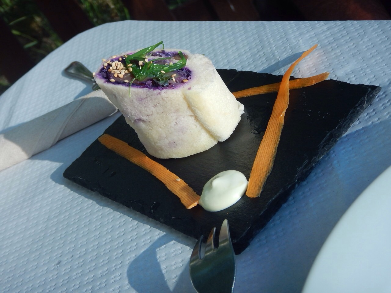 sushi roll with violet flavoured cabbage, tuna, Japanese seaweed, wasabi flavoured mayo. Flavours in this dish would be on a par with presentation of tuna cupcake dish.