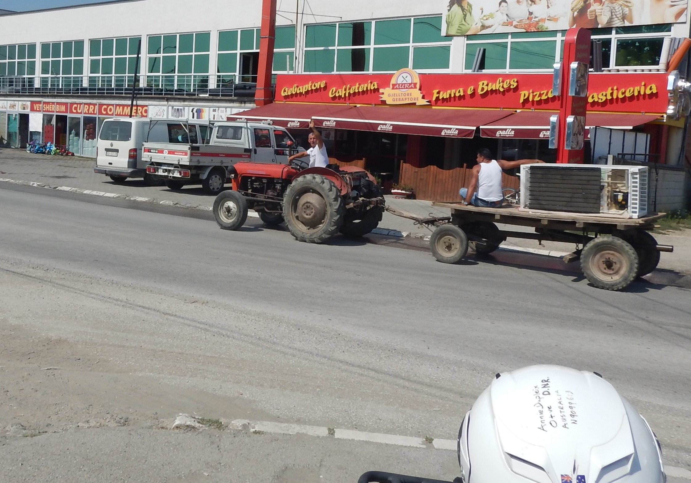 towns in tassie or anywhere in fact that are small enough to allow tractors down the Main Street are my kind of towns.