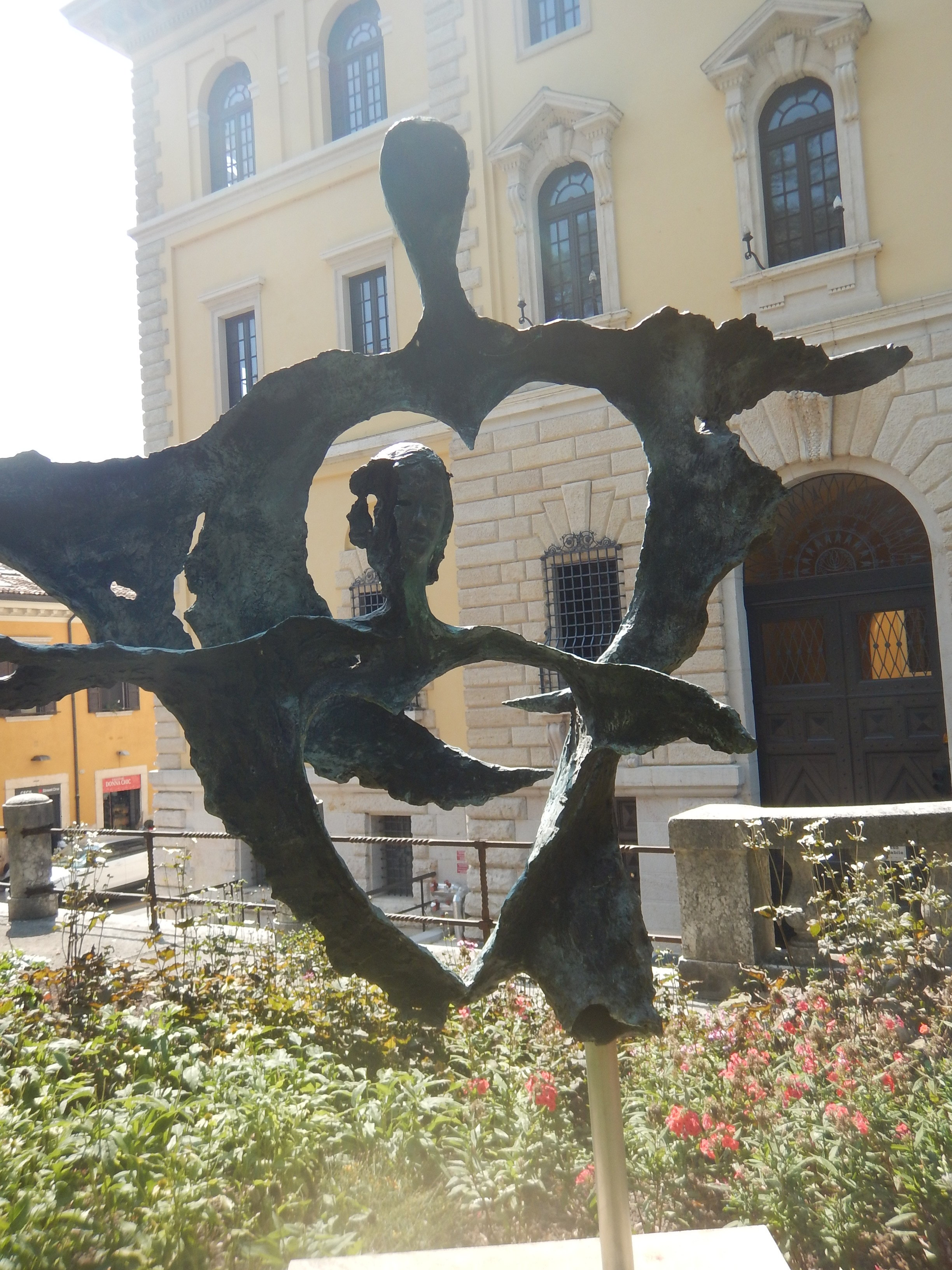 Romeo and Juliet sculpture that I thought might have been a Dali, but it's not.