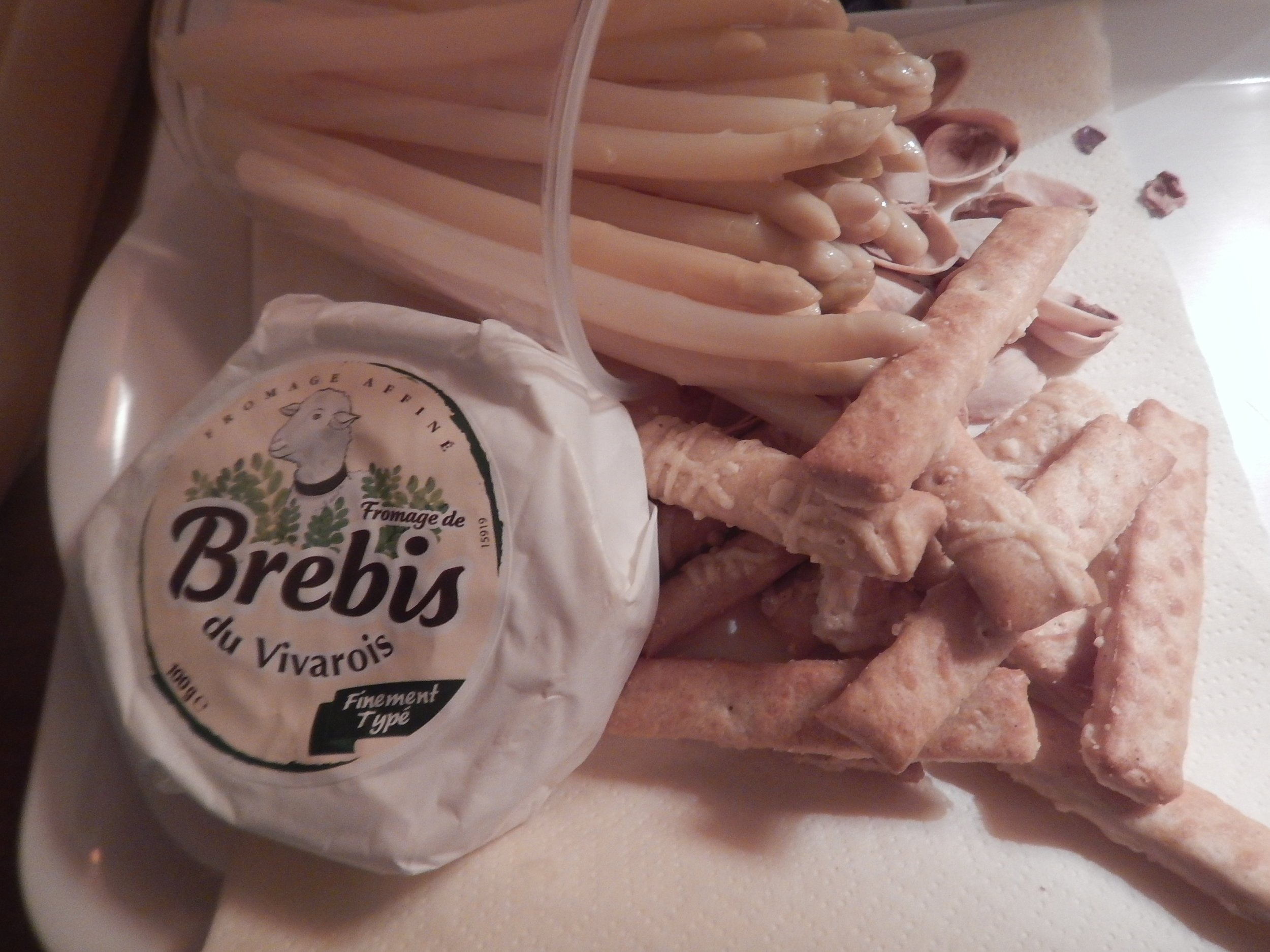 This soft sheeps cheese was unbelievably soft. I used the cheese sticks and dipped them into the Brebis. I loved it, but I think the goats cheeses are still my fave.