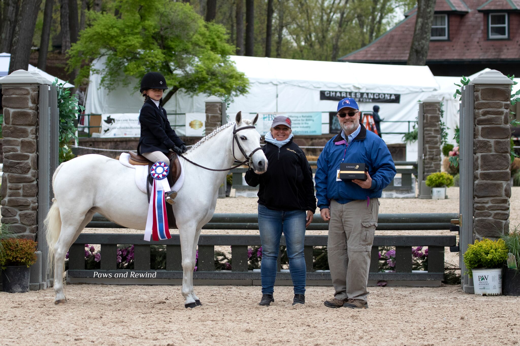 Allan Spina presented the Lineage Equine Sportsmanship award to Kaitlyn Belanus. Photo by Paws and Rewind