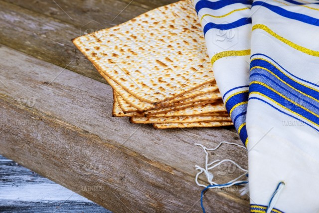 27 PassoverMatzaTalik.jpg