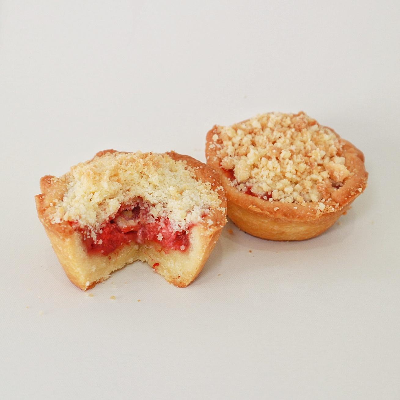 Mini Strawberry Crumble - Rp. 83.000,- / 12pcs