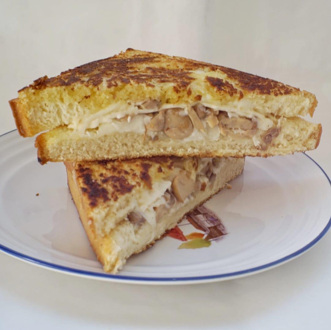 Mushroom Cheese - Rp. 20.000,-