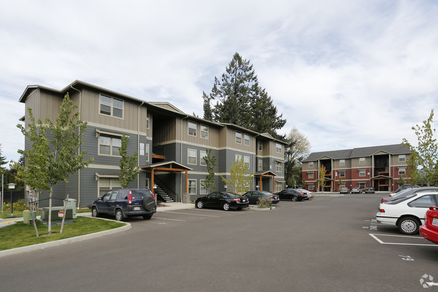 heritage-meadow-apartments-eugene-or-primary-photo.jpg