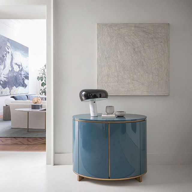 Love the Elliot sideboard from Meridiani. Minimalistic glam. Perfectly designed by Andrea Parsio. Via @meridiani.livinginteriors * * *  #minimalglam #luxuryinteriors #luxuryliving #MeridianiLivingInteriors #glamor #gloss #gold #petrol #designthelifeyoulove