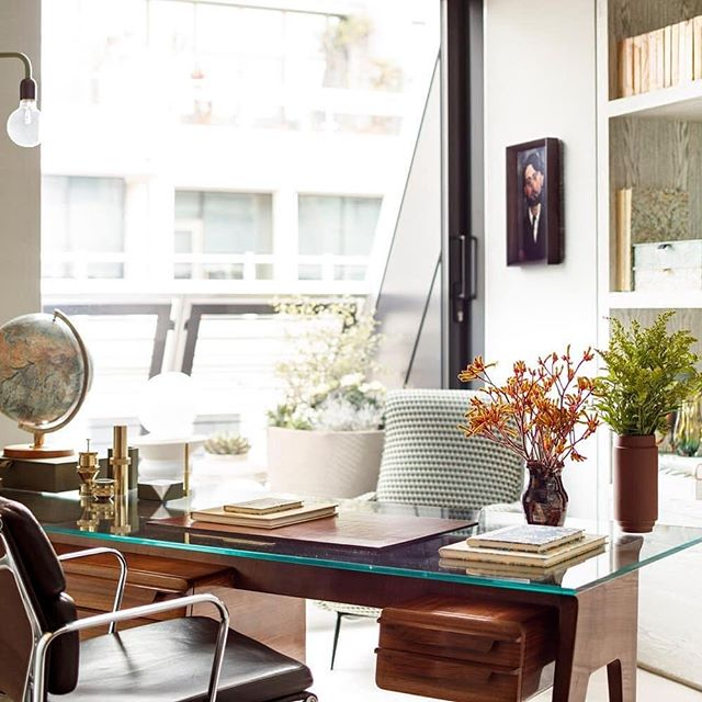 Sunday morning inspiration. Love the atmosphere of this special working space in London. Antic Furniture in a modern architecture - Perfect.  Via @studioashby * * * #athmosphere #desk #interiordesign #sundaymood #lighting #unique #wood #holiday #luxery #designlife #inspiration #details #accessories #london #burlingtongate #decoration #designthelifeyoulove