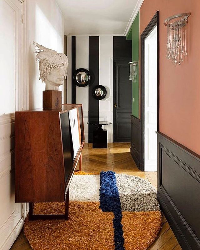Let's get inspired by this individual look. Interior design is about being in love with details.  Via @repeatstory * * * #entree #details #inspiration #interiordesign #getinspired #decoration #designlife #art #individuell #justperfect #flooring #paintings #designthelifeyoulove