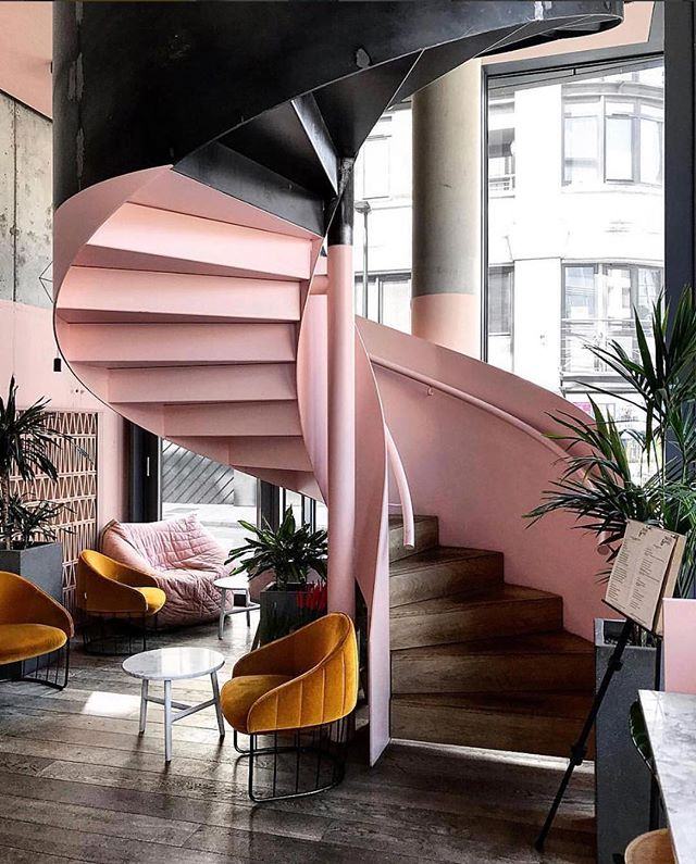 Who said that pink and orange does not go hand in hand? * * * #upscaleinteriors #upscaleinteriorsAG #designthelifeyoulove #dekor #innenarchitektur #germaninteriorbloggers #zuhause #dekoration #inneneinrichtung #architekturbüro #interiør #interiör #interiordesigner #interiorstyle #interiorinspo #interiorandhome #interior4all #homestyling #interiorforinspo #passion4interior #interiorlove #interior123 #interiorlovers #interiorforyou #interiorideas #instahome #interiordesignideas #passionforinterior #dreaminterior #interiorgoals | via @dominomag