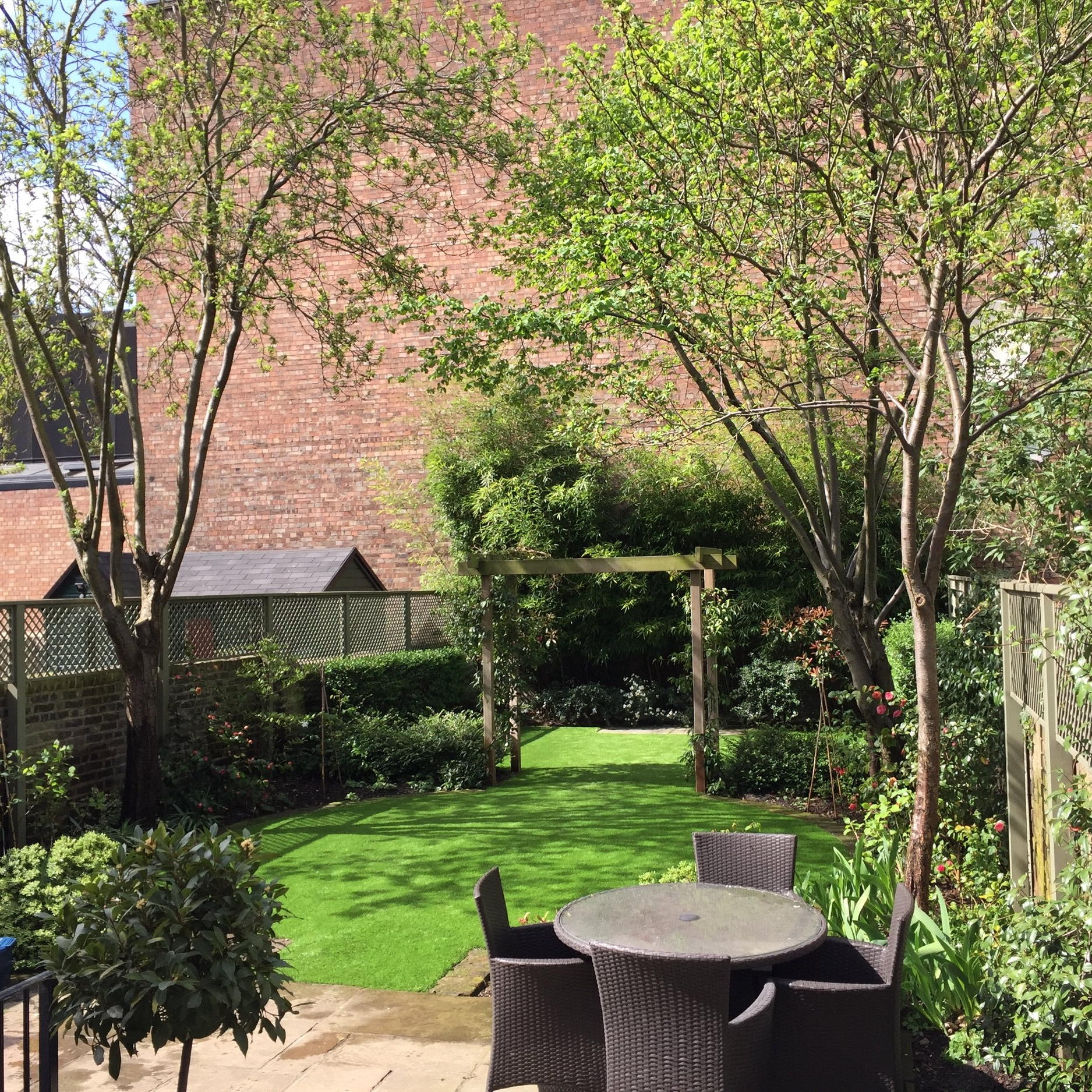 De Beauvoir Square - This garden is part of our regular maintenance package for the Benyon Estate. As one of their higher-end properties, we carry out weekly maintenance to the highest standards. In this beautiful, shaded, woodland themed garden, no details are overlooked.