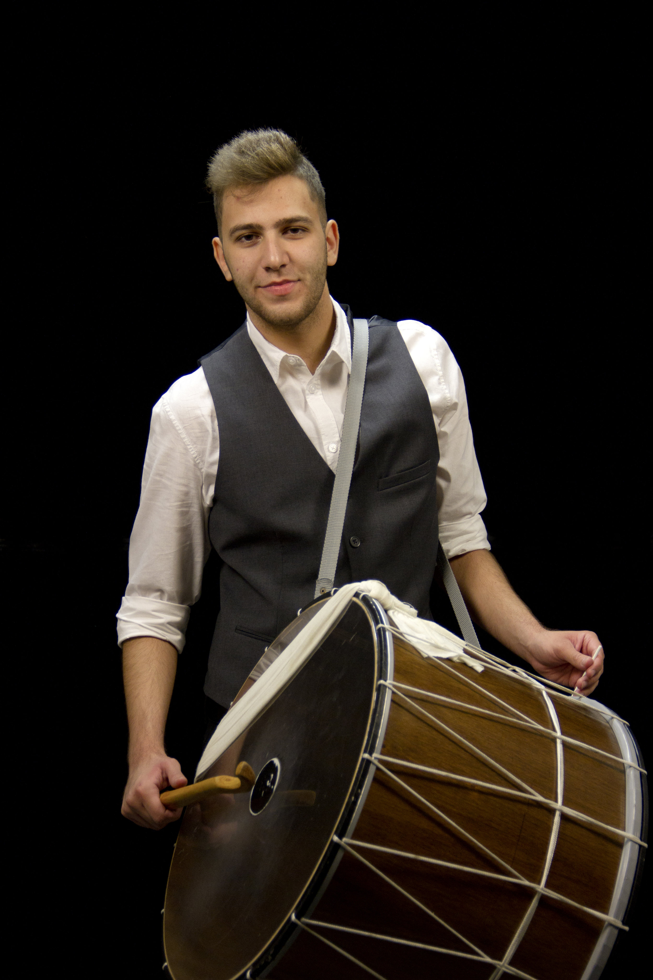 Kostas Karamesios - Konstantinos Karamessios was born in 1997 in Athens. From the age of 8 he began his work with music and rhythm, studying drums. With his entrance at the Ilion Music School he dealt with traditional percussion. He has systematically studied darbuka, bendir, ntefi, and then davul and kajon. He has been studying next to the famous musician Yannis Gevgelis, with whom he continues his studies with Konstantinos Kalatzis, who has been a professor at the Music School. He is now studying at the Department of Economic and Regional Development at Panteion University, while his main occupation is his professional career with the Pentaichon.