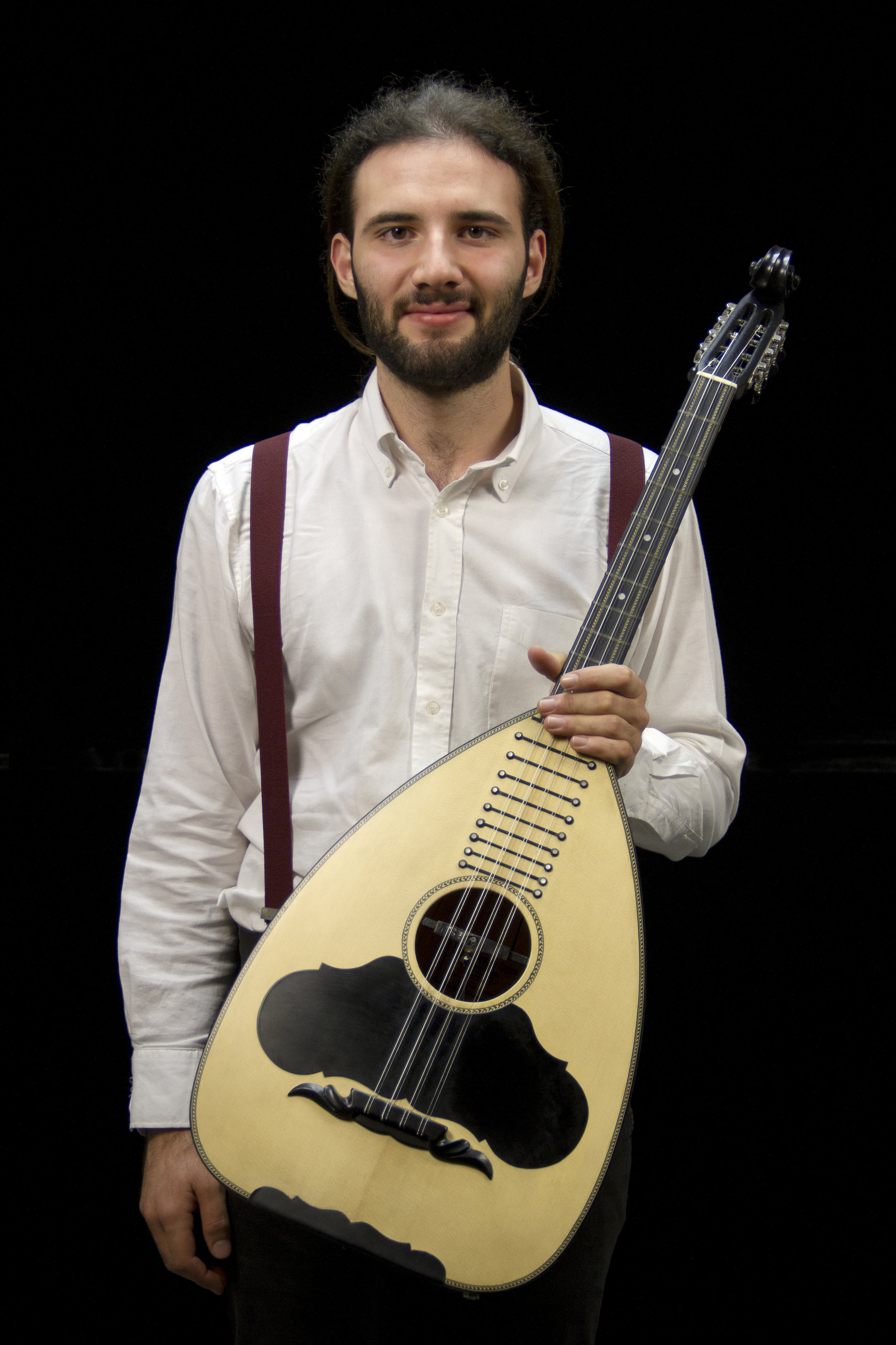 Panagiotis Stathakis - Panagiotis Stathakis was born in 1998 in Athens. At age 13 he started lute lessons at the Ilion Music School, from which he graduated. At the age of 15, he began lute lessons to Christos Zotos. Also in 2014 he attended a seminar of traditional music with a choice of the lute in the summer seminars: