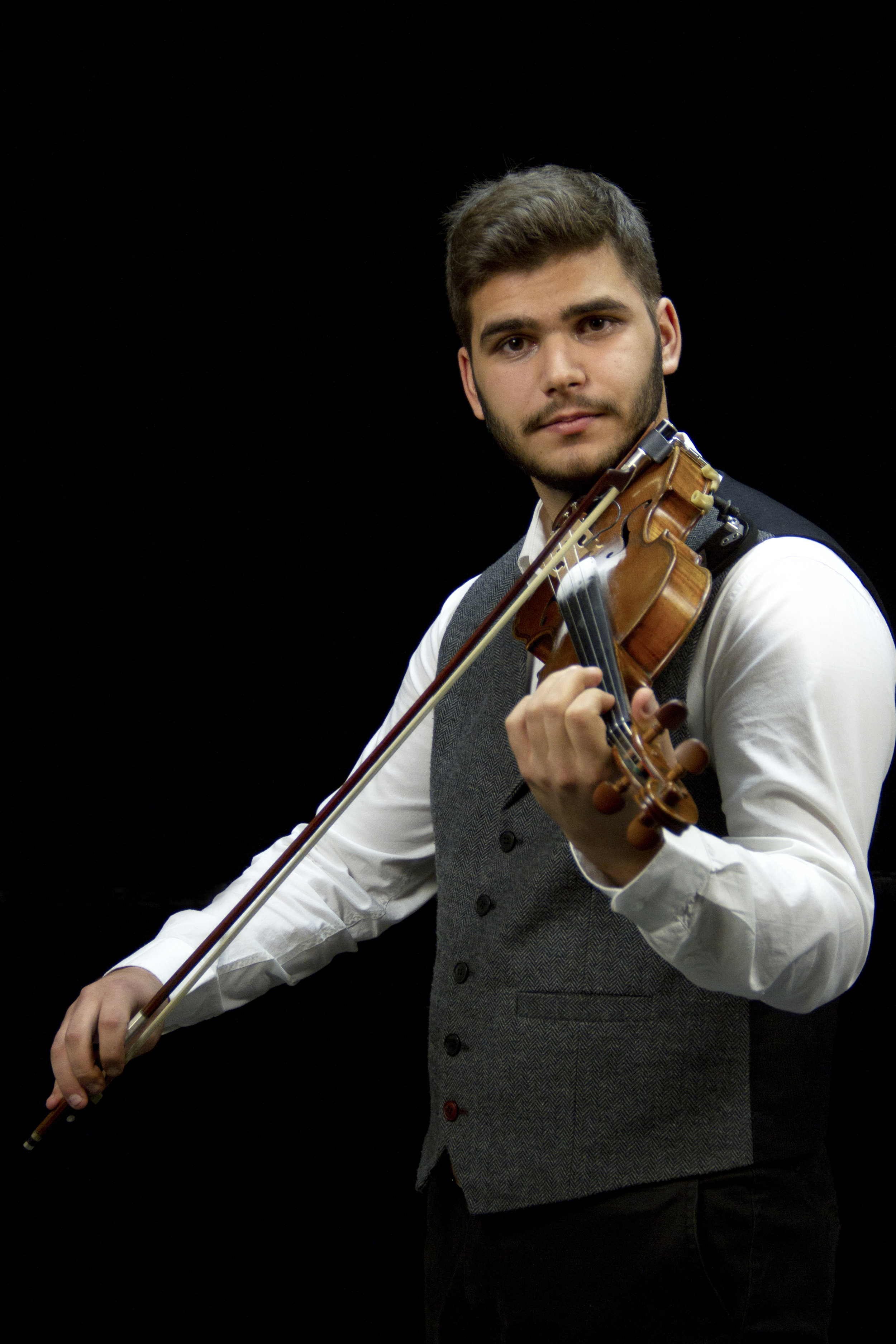 Harry Lygkos - Harry Lygkos was born in 1998 in Athens, where he grew up. From the age of 12 he begins his studies at the Music School of Ilion where he received the first knowledge in the traditional violin. A stimulus for his work with the music and instrument, his experiences at the traditional festivals of Ikaria, a place where he spends his summers from an early age. He has studied with Kyriakos Gouvendas, Nikos Fakaros, Andreas Preka and others, each of which has been the occasion for further deepening of the sounds and the genres of the regions of Greece. He is one of the founding members of the Pentaichon. In the summer of 2016 he finished his studies at the Music School of Ilion and began studying at the Department of International, European and Regional Studies of the Panteion University.