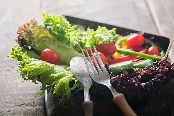 salat mit besteck.jpg