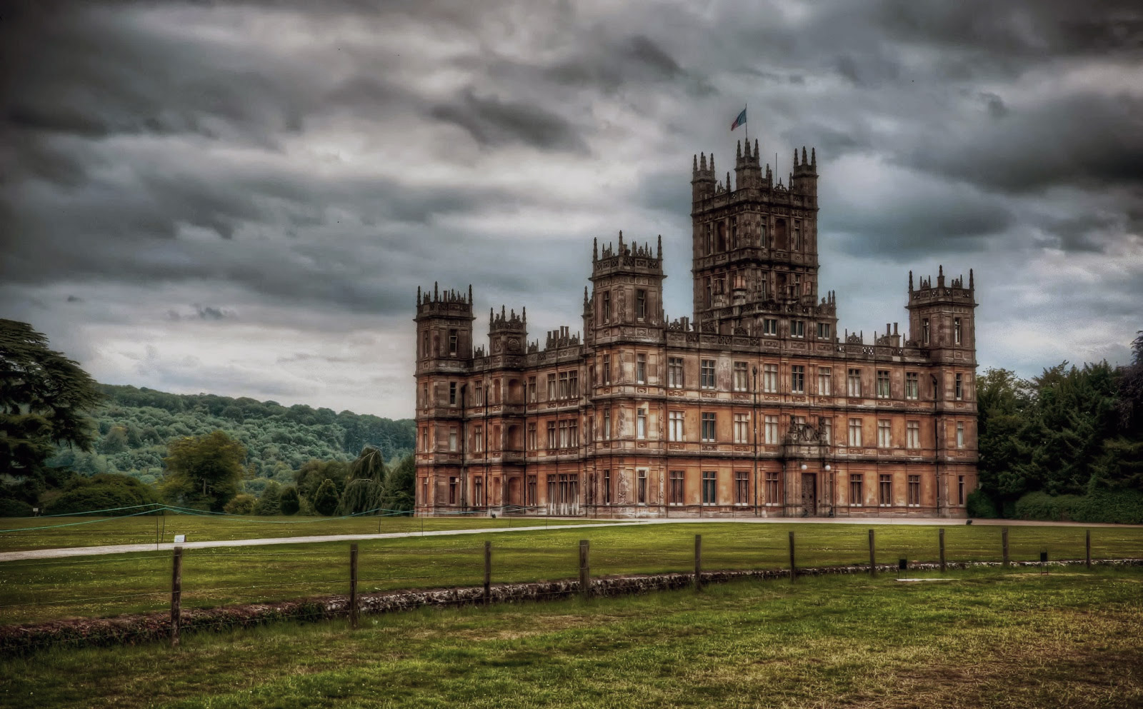 SECRETS OF HIGHCLERE