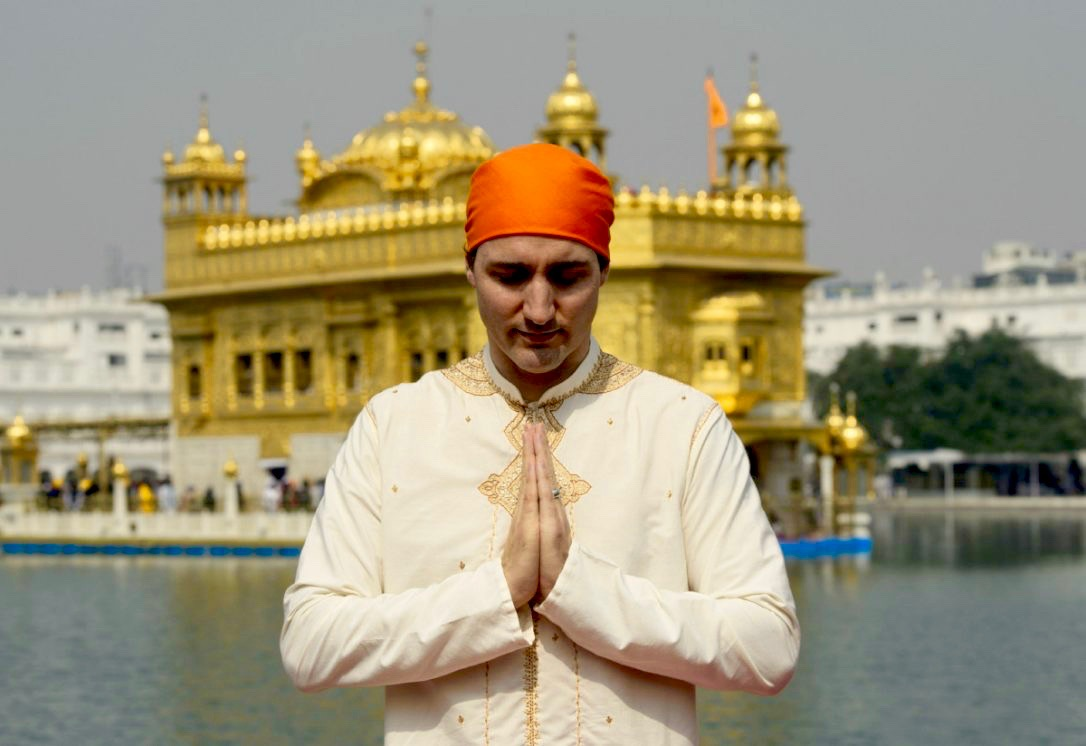 Prime Minister Justin Trudeau visits the Golden Temple in Amritsar, India. (Sean Kilpatrick/Canadian Press)
