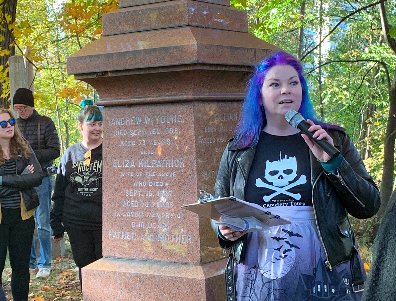 On the last stop of her Mount Pleasant Cemetery tour on Oct. 19, Chantal Morris tells the story of how Torontonian Andrew Young was murdered. (CanCulture/Annemarie Cutruzzola).