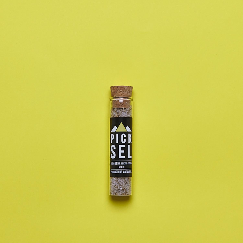 picksel-producteurartisanal-iledere-lacouarde-eprouvette-verre-25g-fleurdesel-aromatise-aneth-citron-poisson-cuisine-delamer-salade-avocat.jpg