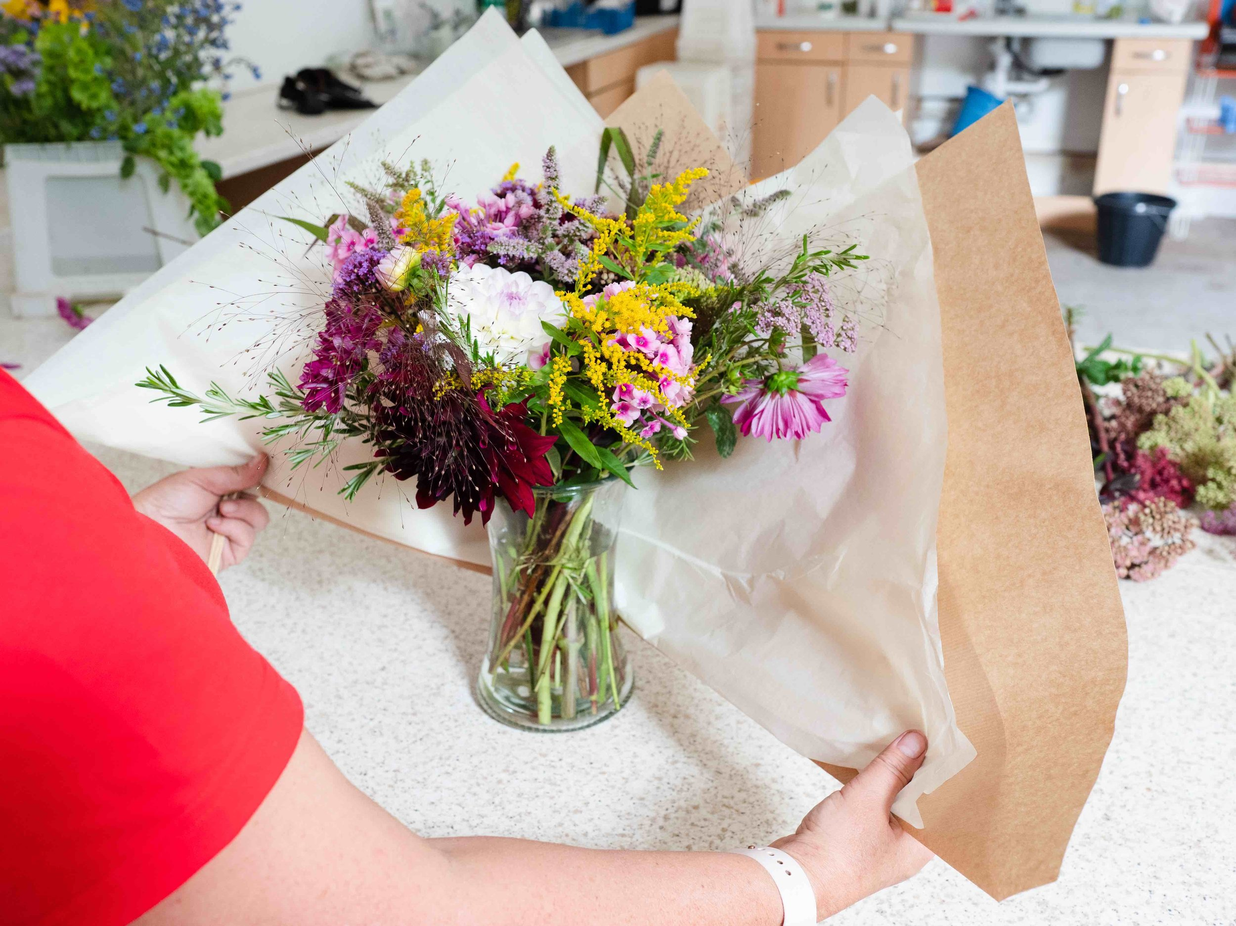 Bouquet wrapping.jpg