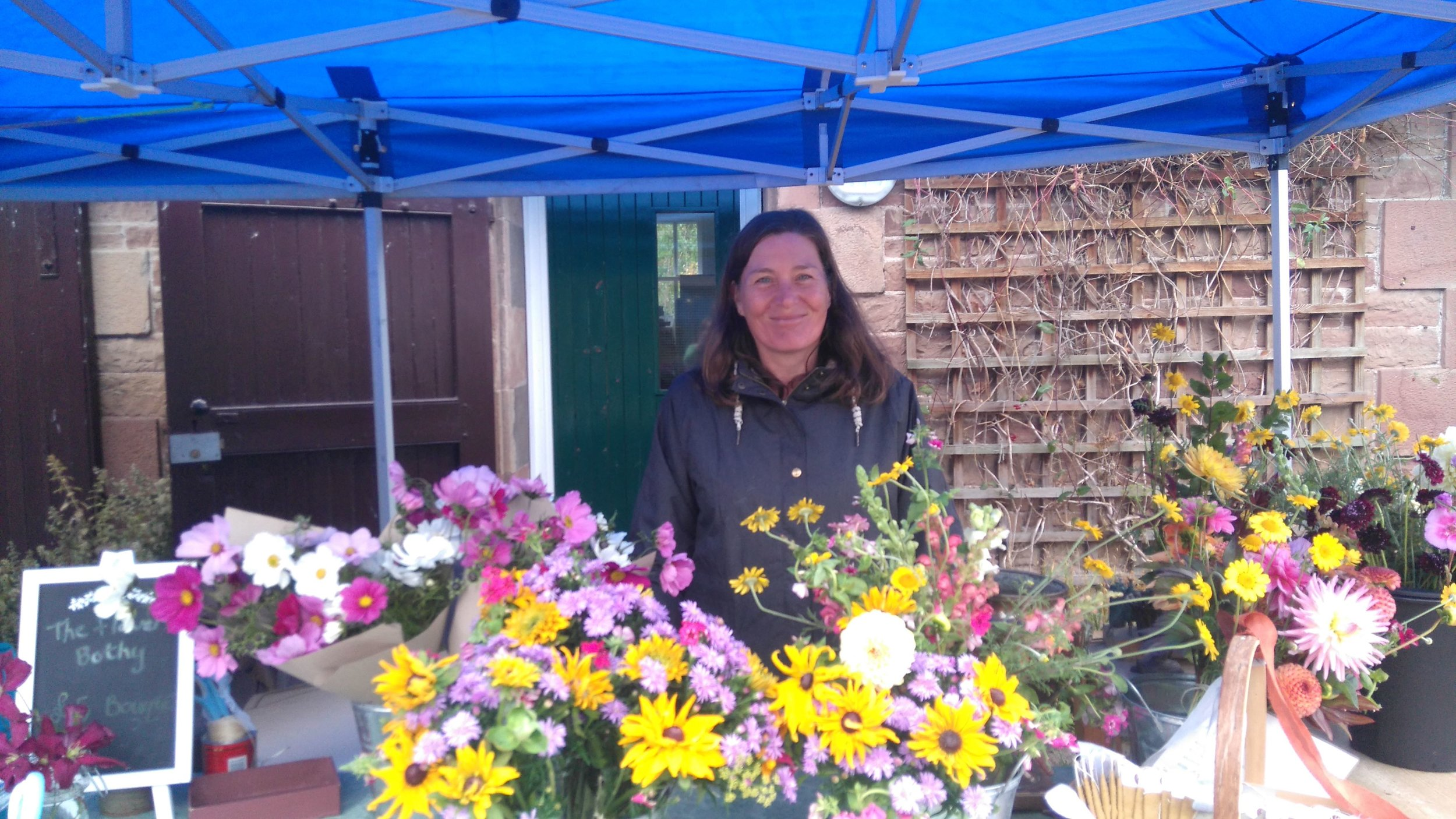 Paula on a market stall at a Country Fayre in the early days of flower farming