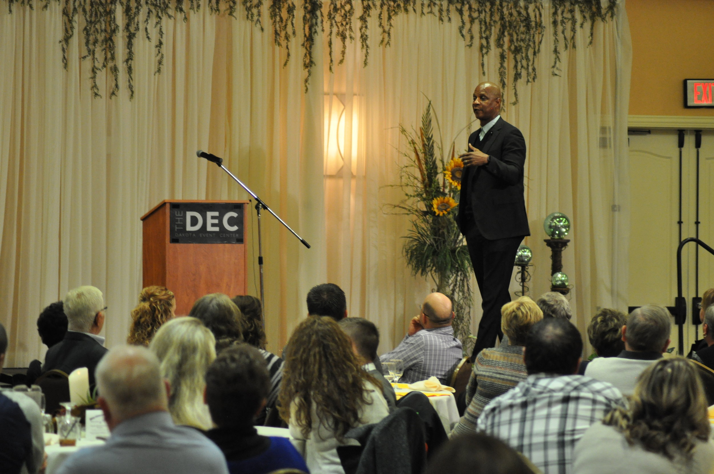Darryl Strawberry speaking at the 2017 Annual Dinner and Fundraiser