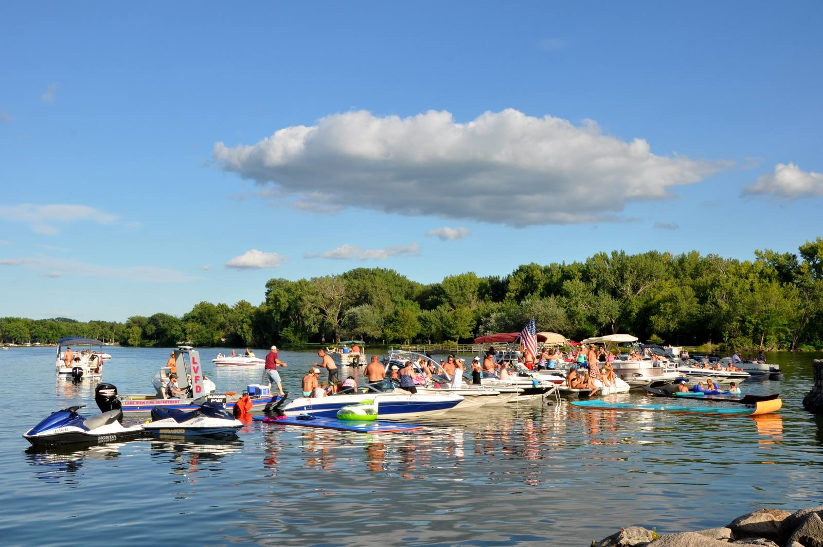 The Burger Boat - Plan to enjoy dinner at a show and if you're attending by lake, we deliver.