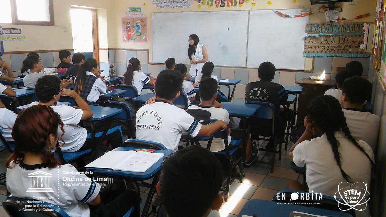 27 marzo - Dulce Alarcon en colegio Scipion Llona2.jpeg