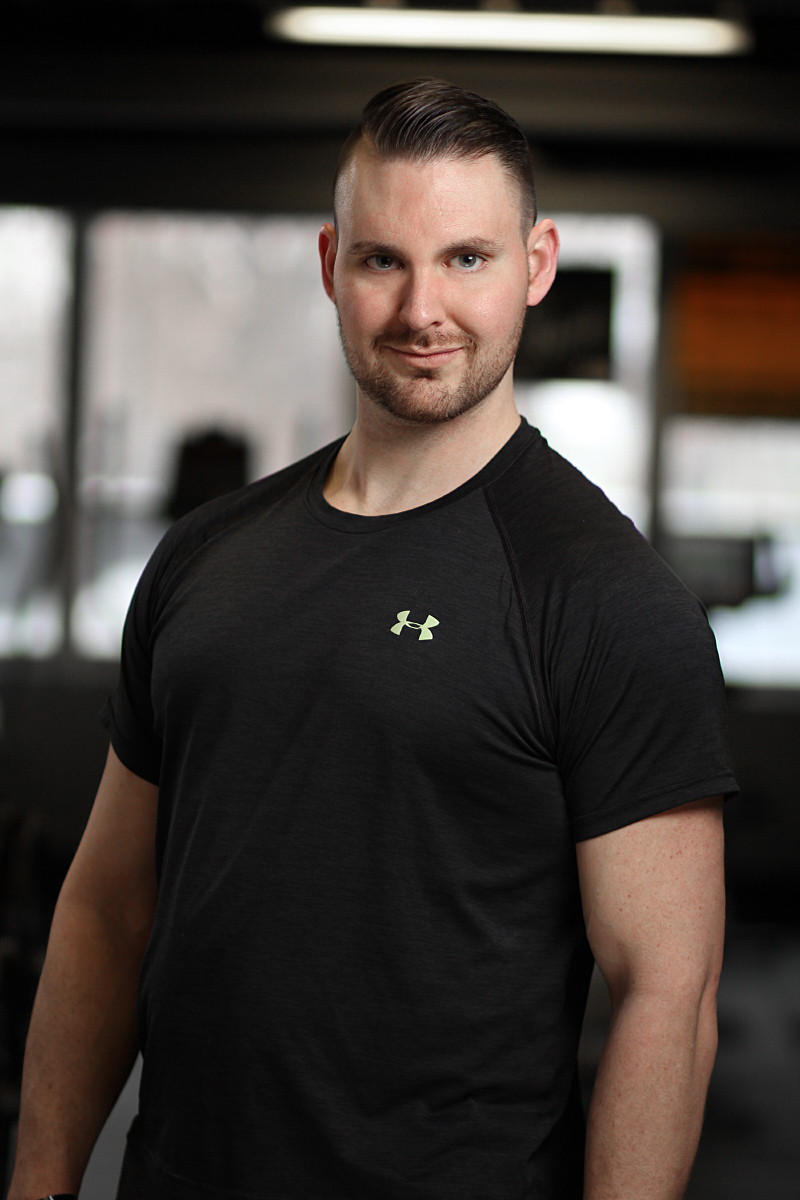DANIEL KUHNEN - Has been working in the sports/fitness industry since 2002 and working as a personal trainer since 2009.