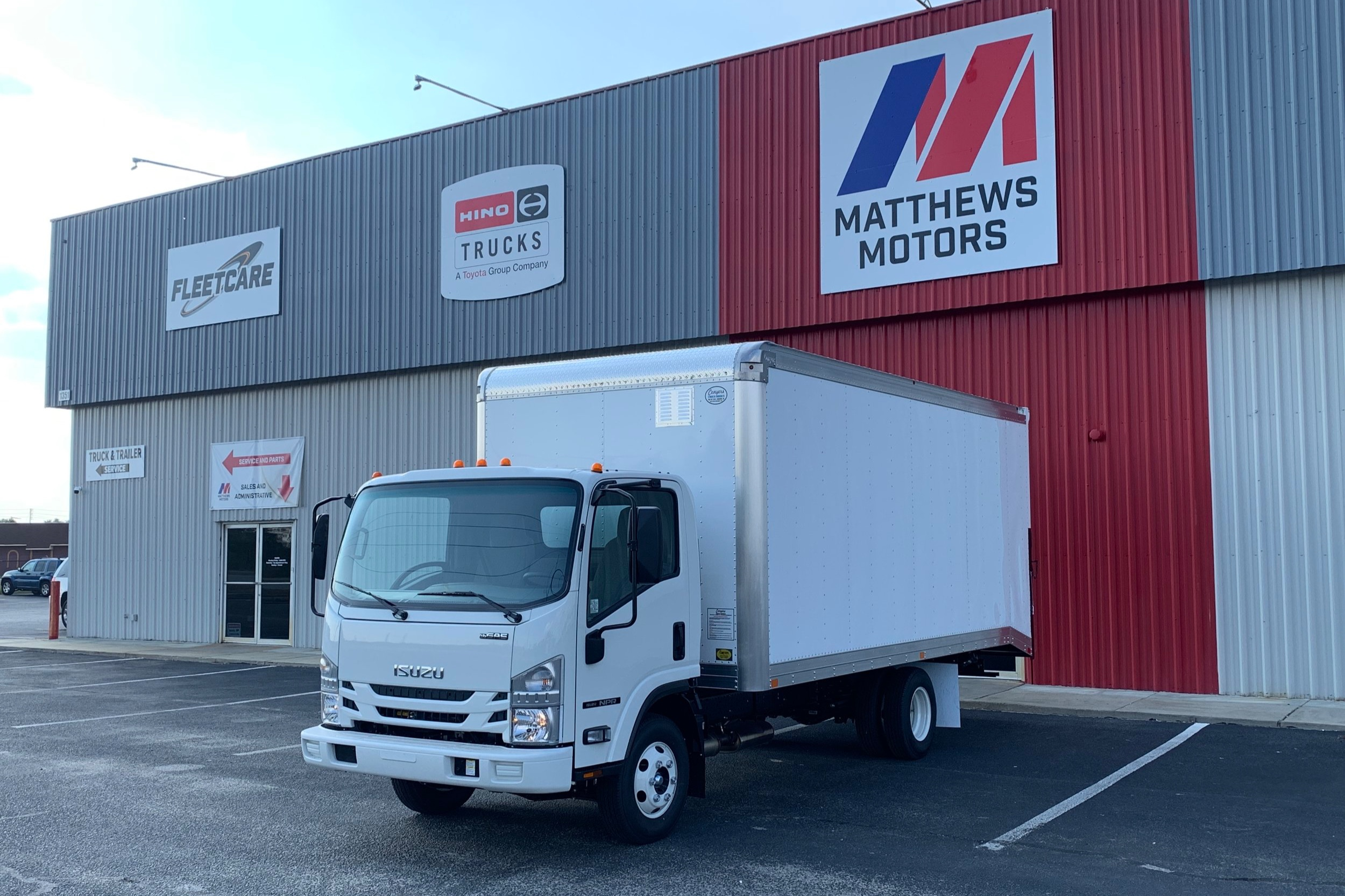 2019 Isuzu NPR Gas with 18' Vanscaper - Stock No: N2165Price: $45,960Financing Options: $760/Mo. for 72 Mo. or $815/Mo. for 60 Mo. (Tag and Taxes Down)Class 4: 14,001 - 16,000 lbCategory: VanscaperCab Type: Cab OverEngine Make: IsuzuEngine Size: 6.0L GasFuel Type: GasolineVIN: 54DB4W1B9KS808821