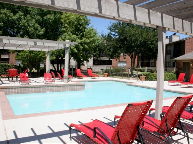 woodcrest-lubbock-tx-sparkling-and-refreshing-pool (1).jpg