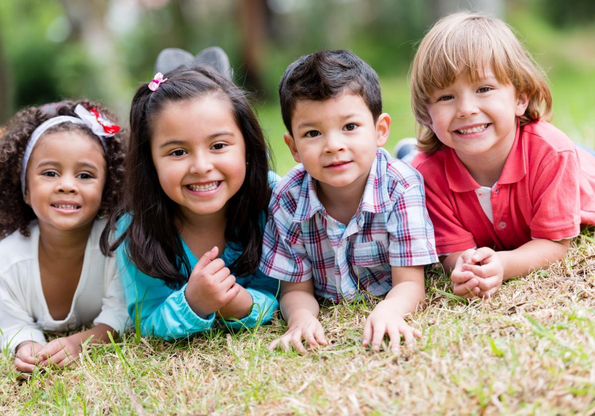 diverse_kids_in_park_151705490.jpg