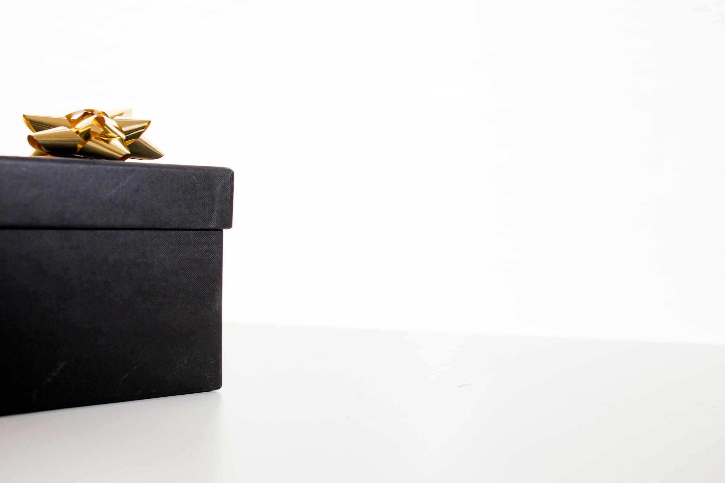 birthday-gift-bow-christmas-gift-190930.jpg
