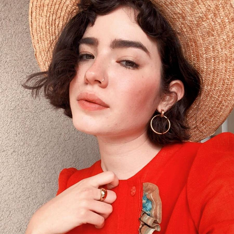 Madelynn De La Rosa   De La Rosa is one of the vegans on this list who makes an effort to share her passion for sustainable fashion and vegan beauty products through her beautifully shot vintage-style videos. She has over 200,000 followers on her social media account, and her popularity is growing.