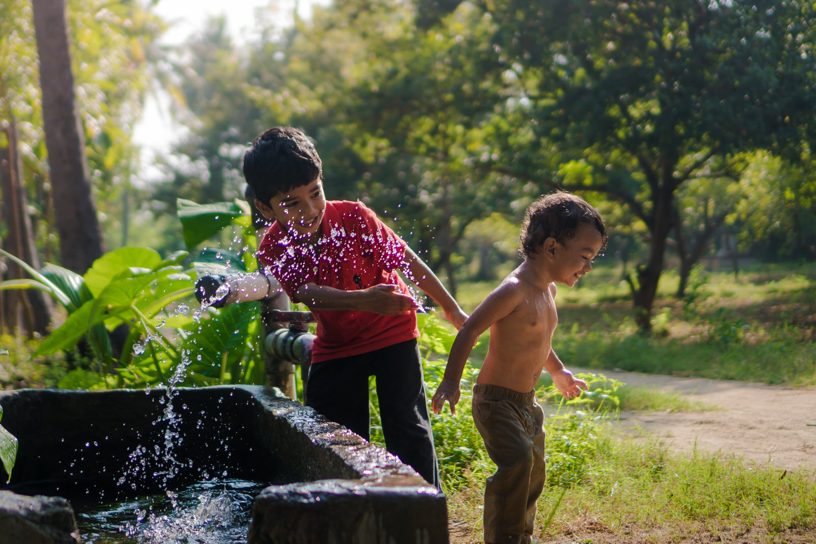23122017-Boys-Playing-Water-Tank-349.jpg