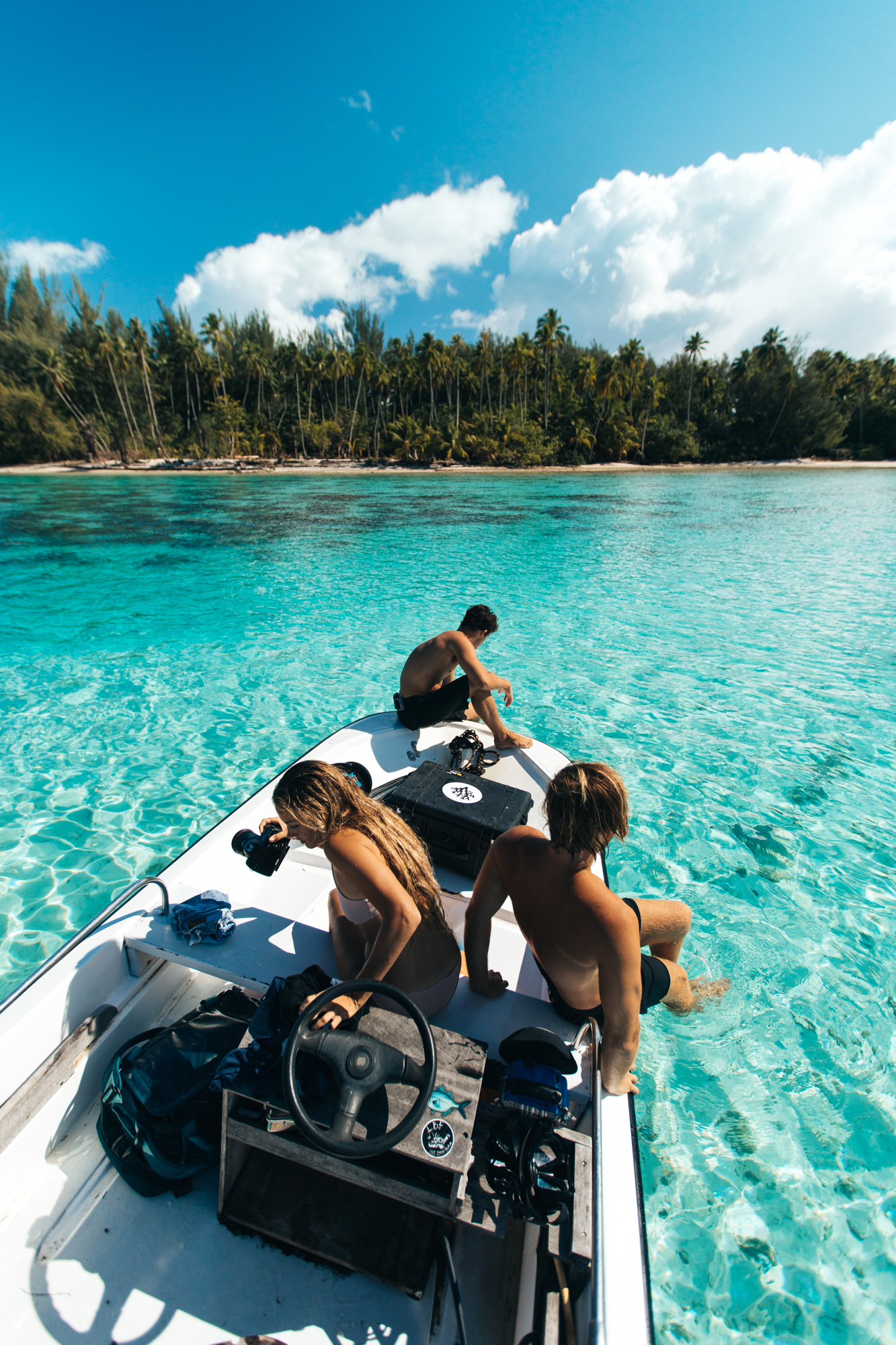 We boated out to the little motus and had the crystal clear water all to ourselves. We saw lots more fish, rays, and beautiful secret beaches!