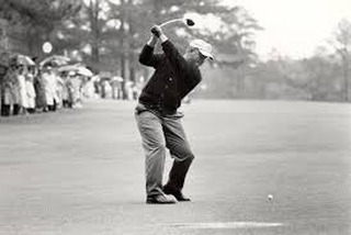 Who can name the year or what course this picture of Jack was taken at? 🏌️ First person to guess correctly will win a Logo'd Golf Hat 🎁from the Jack NIcklaus Academy of Golf!! Good luck!️️☘️
