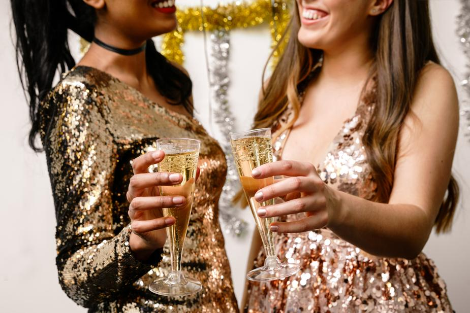 formal-dresses-and-champagne_925x.jpg