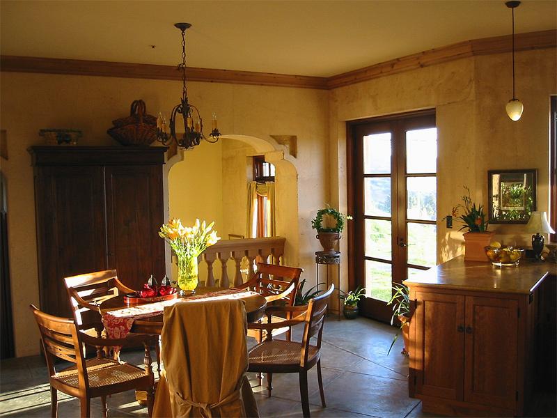 lg_liviakis_diningroom.jpg